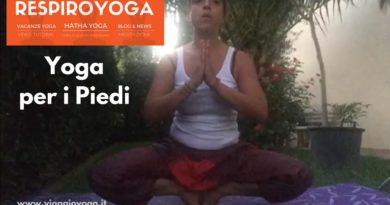 yoga piedi equilibrio
